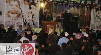 گرامیداشت یاد و خاطره ی ۳۴ شهید سرافراز شهر سیریز همزمان با مراسم روضه خوانی اباعبدالله الحسین (ع)  در حال برگزاریست.